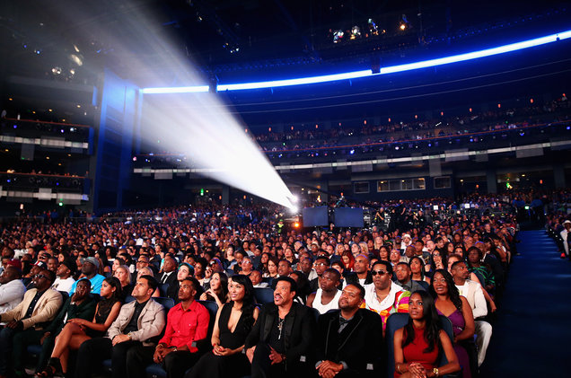 BET-AWARDS-14-crowd-billboard-1548